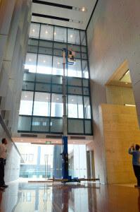 Man lift UE48 vertical access