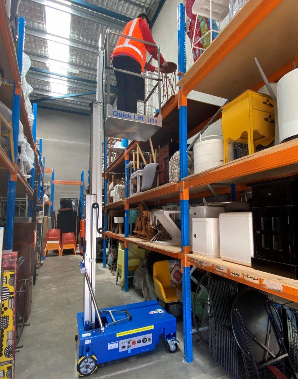 UR8 in Warehouse